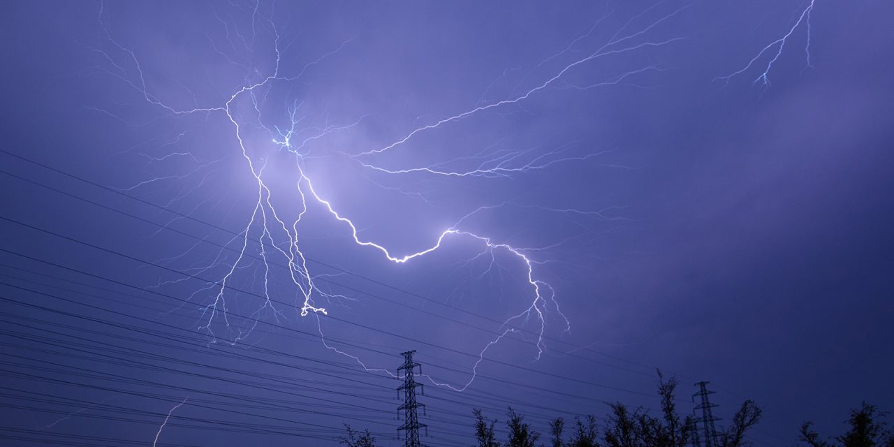 利用奥点光控制器拍摄闪电